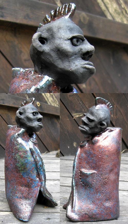 """Tor utforsker for tiden keramikkens vidunderlige verden. Her er en figur med arbeidstittelen """"Pønkermunk""""."""